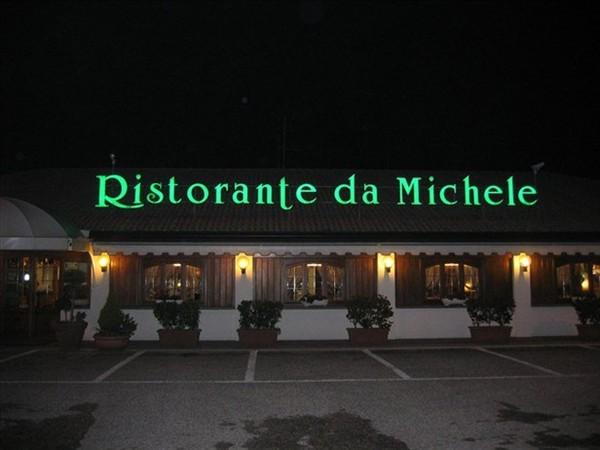 L 39 esterno ristorante pizzeria da michele palazzolo for L esterno del ristorante cruciverba