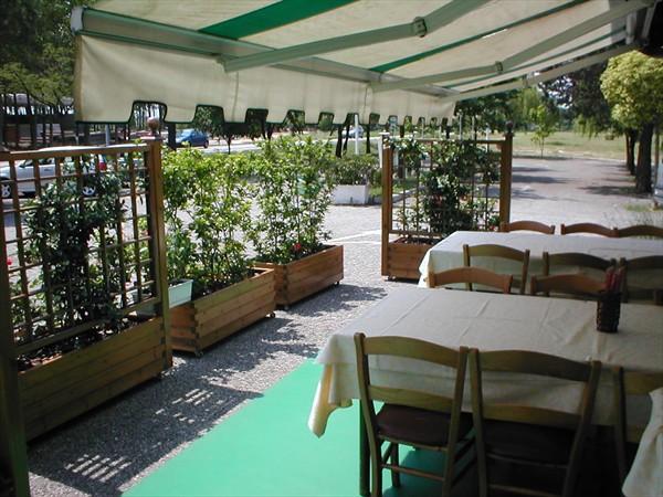 L 39 esterno ristorante pizzeria da michele palazzolo for L esterno di un ristorante